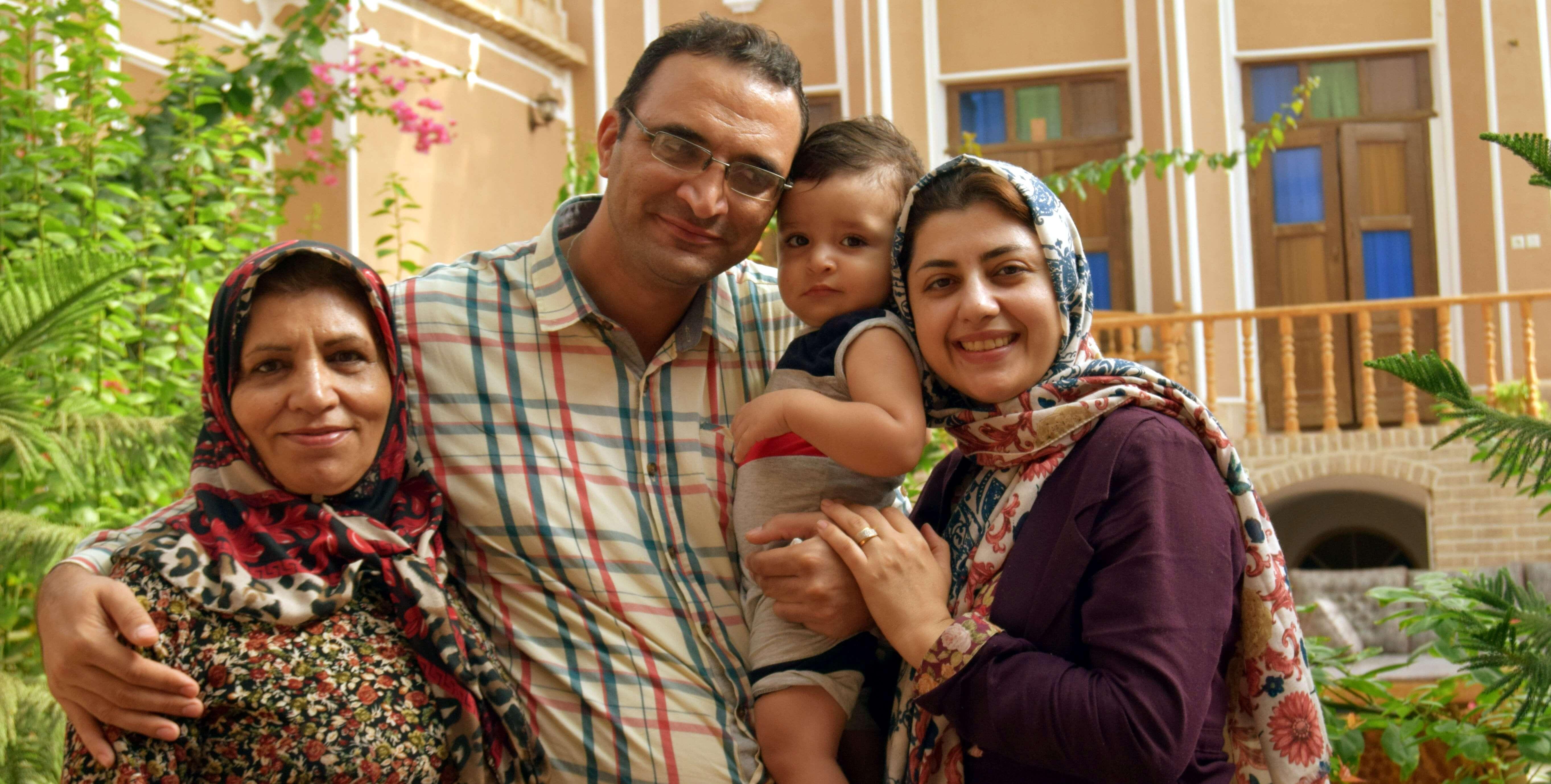 miradas persas familia en yadz