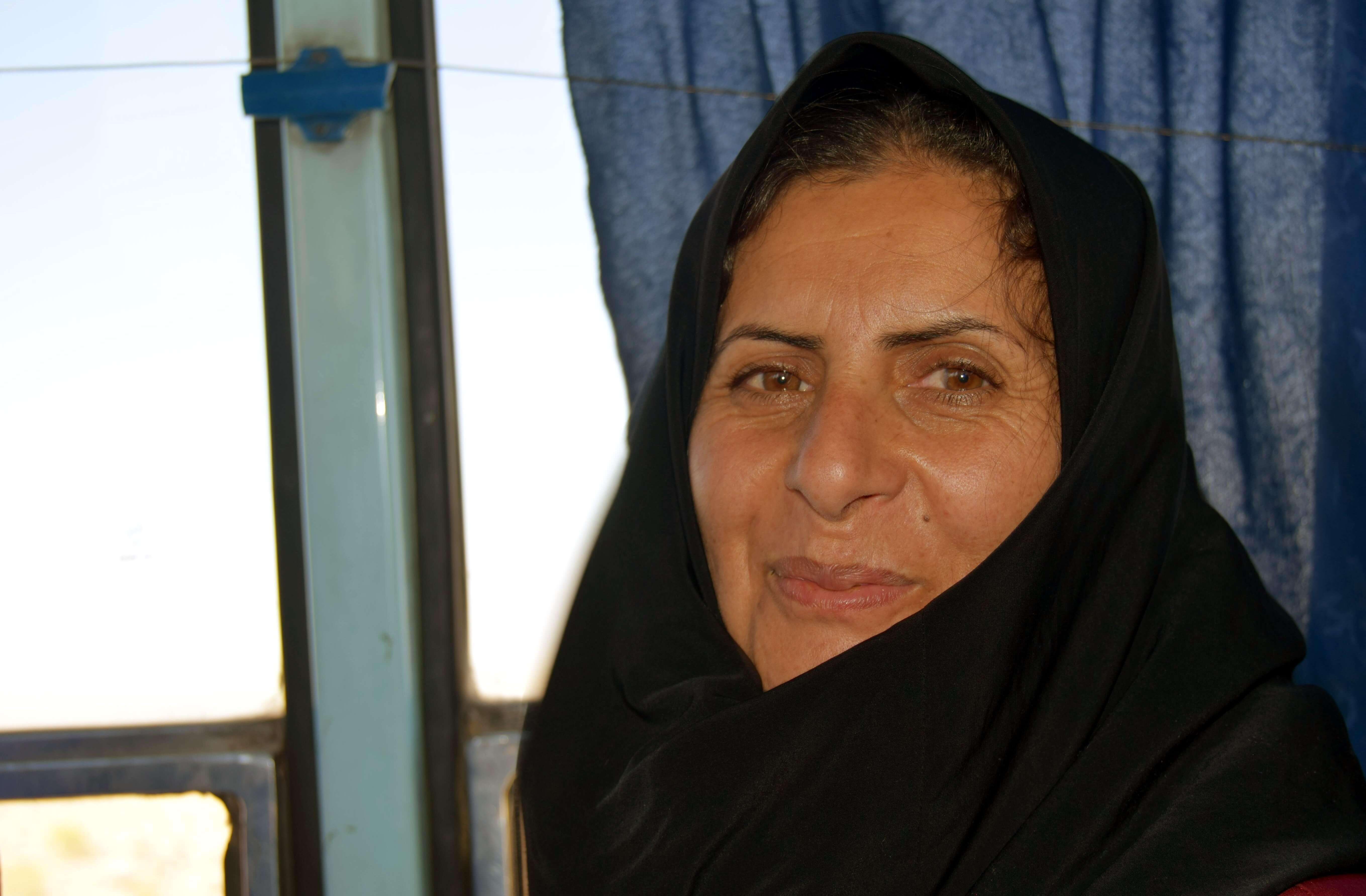 miradas persas mujer en bus a Rayen