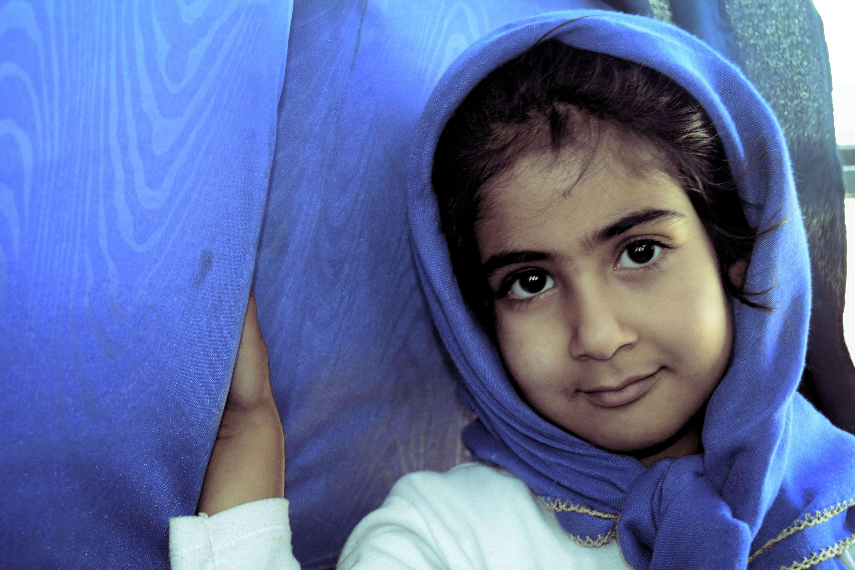 miradas persas niña en bus a Rayen