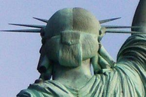 estatua de la libertad pelo por detrás